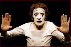 Photo of Marcel Marceau a Bip inside an invisible box,